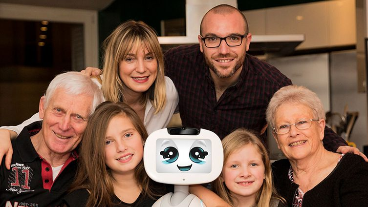 Buddy the robot uses AI to learn more about the family